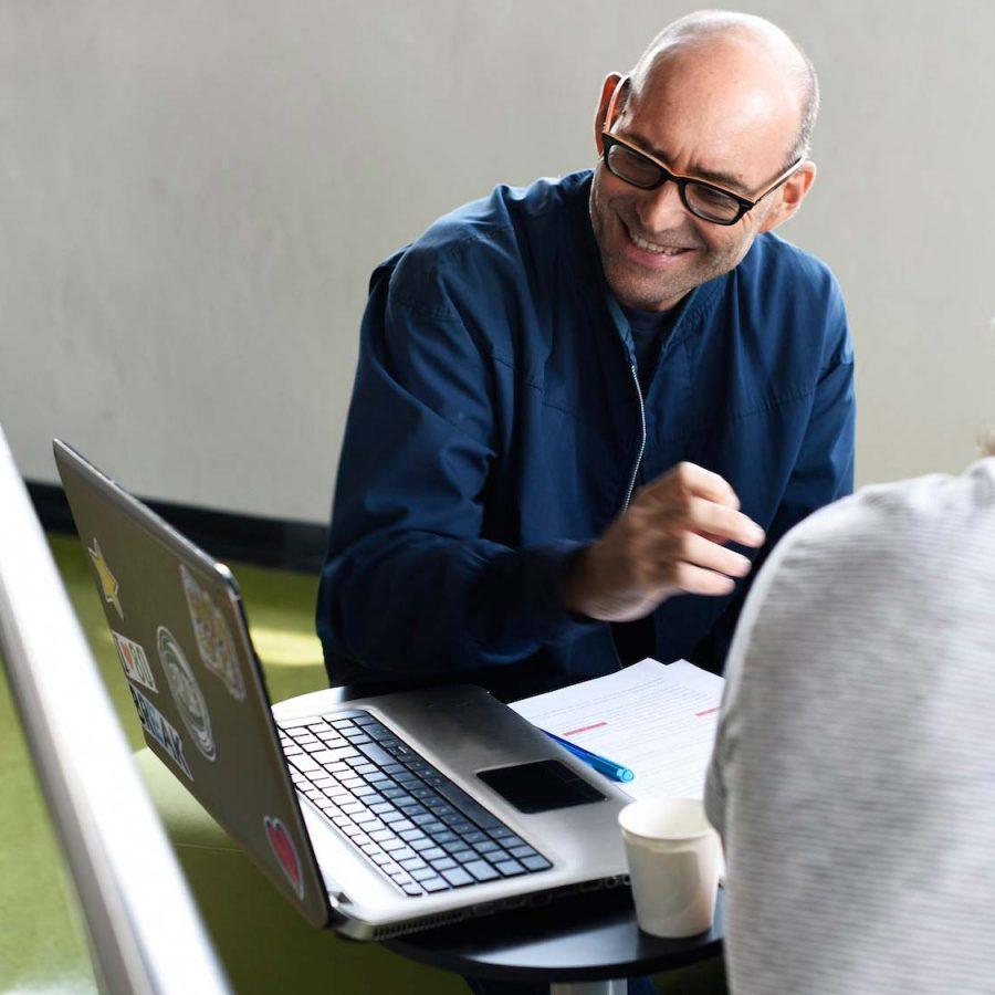 startup-business-team-brainstorming-on-meeting-wor-PBKVHB6.jpg